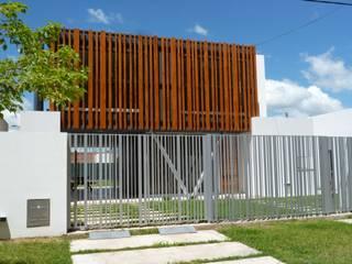 CASA DEL BOSQUE - Autores: Mauricio Morra Arq., Diego Figueroa Arq.: Casas de estilo  por Mauricio Morra Arquitectos