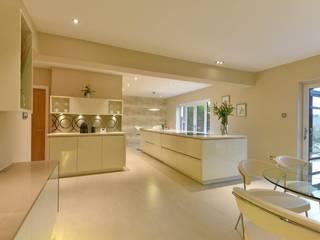 Mr & Mrs Bradshaw:  Kitchen by Diane Berry Kitchens