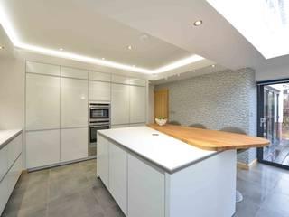 Dr & Dr Gavin's kitchen Modern kitchen by Diane Berry Kitchens Modern