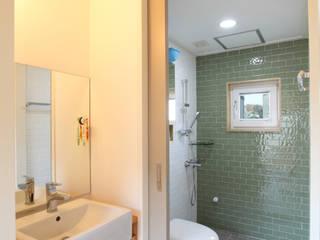 Baños de estilo moderno de 주택설계전문 디자인그룹 홈스타일토토 Moderno