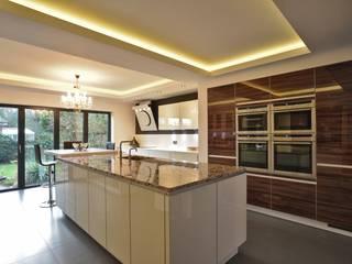 Mr & Mrs Freeman:  Kitchen by Diane Berry Kitchens