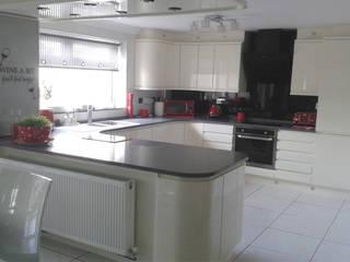 Ita Stone Quartz worktops from Kitchens Liverpool: modern Kitchen by Kitchens Liverpool