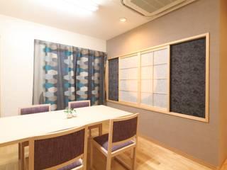 「木に導かれ癒され和む」健康住宅ショールーム: 株式会社Juju INTERIOR DESIGNSが手掛けたオフィススペース&店です。