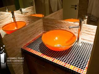 浴室 by Leonardo Tevez Diseño y Construcción , 現代風
