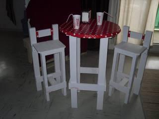 mange debout capsule et son duo de chaises: Cuisine de style de style eclectique par amour de palette création