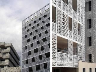 Conjunto Residencial NAÏA - L' ALHAMBRA . Montpellier (Francia): Casas de estilo  de CIPRÉS S.L