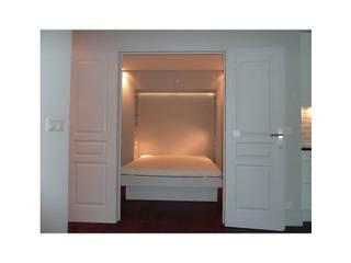 Vue de la chambre depuis le séjour Chambre classique par CAROLINE DUBAU Classique