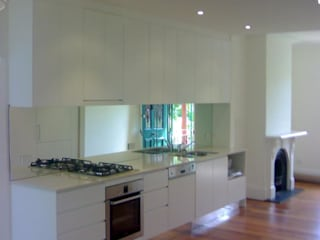 Full Gloss Kitchen Modern kitchen by Howlambs Modern