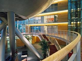 Gemeentehuis Koksijde-aan-zee: Bureaux de style  par SVR-ARCHITECTS nv