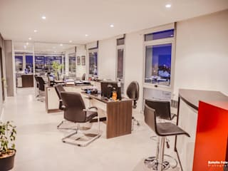 Oficinas Corporativas - Broker de Seguros: Oficinas y Tiendas de estilo  por D&C Interiores