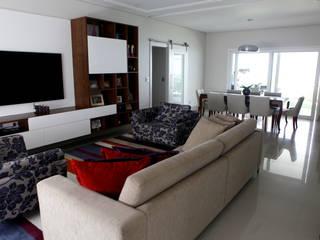 RESIDÊNCIA: Salas de estar modernas por Vettori Arquitetura