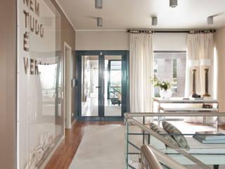 Corridor and hallway by SA&V - SAARANHA&VASCONCELOS,