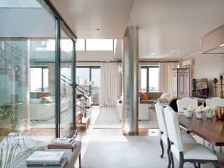 Dining room by SA&V - SAARANHA&VASCONCELOS, Modern