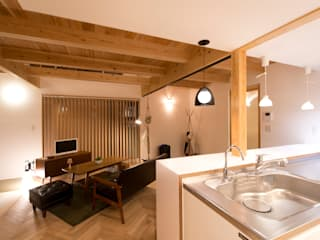 Living room by 合同会社negla設計室,