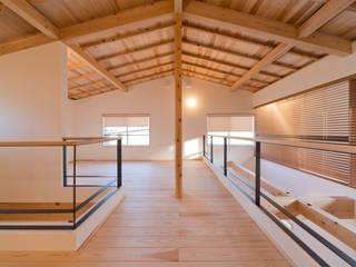 暮らしの変化に対応した可変性のある2階ホール: 合同会社negla設計室が手掛けた和室です。,
