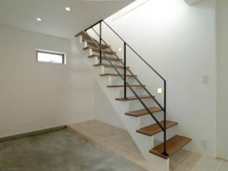 浅間台の家 OARK一級建築士事務所 モダンスタイルの 玄関&廊下&階段