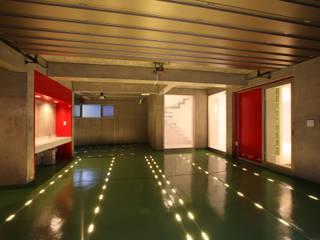 たまプラの家 OARK一級建築士事務所 モダンデザインの ガレージ・物置