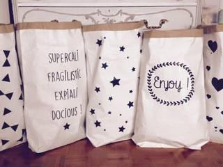 Paperbag XXL aux motifs étoiles, coeurs, triangles et noeuds, enjoy, supercalifragilisticexpialidocious:  de style  par Suite Créative