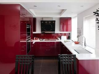 Clough Kitchen:  Kitchen by Diane Berry Kitchens