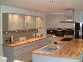 Abrahams Modern kitchen by Diane Berry Kitchens Modern