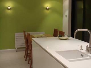 Barlow Kitchen:  Kitchen by Diane Berry Kitchens