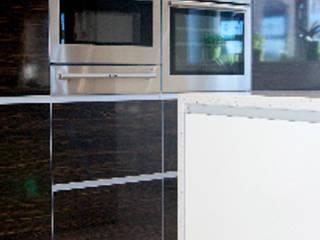 Badley Kitchen:  Kitchen by Diane Berry Kitchens