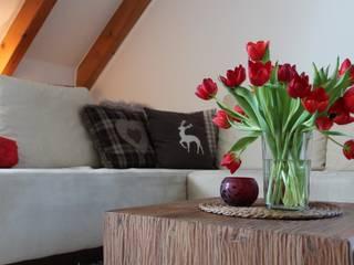 Wohnzimmer:  Wohnzimmer von Wohnfühleffekt by Susanne Reuther
