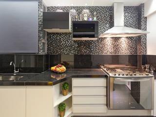 Projeto Cobertura : Cozinhas  por Laura Santos Design,