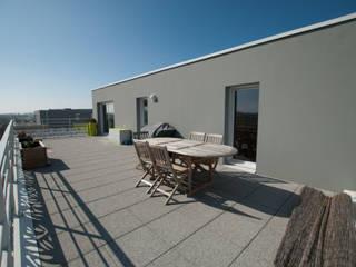 Aménagement d'une terrasse plein sud de 45 m² par Vertigo jardins Moderne