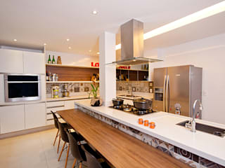 Modern Kitchen by Adoro Arquitetura Modern