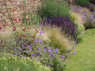 Town garden planting design:  Garden by Bea Ray Garden Design Ltd