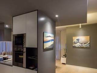 Pasillos, vestíbulos y escaleras modernos de davide pavanello _ spazi forme segni visioni Moderno