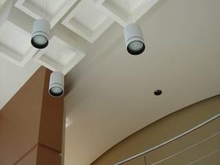 clinica de oftalmología Pasillos, vestíbulos y escaleras modernos de iarkitektura Moderno