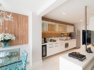 Moderne Küchen von Carina Dal Fabbro Arquitetura e Interiores Ltda Modern
