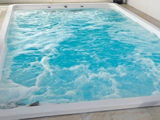 Idroterapia con PrettyPool: Piscina in stile in stile Moderno di Bsvillage Piscine