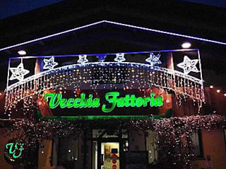 CONVERSIONE AL LED Balcone, Veranda & Terrazza in stile classico di lar luce alto rendimento srl Classico