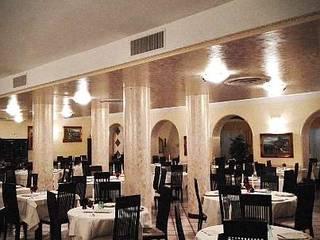 CONVERSIONE AL LED: Sala da pranzo in stile  di lar luce alto rendimento srl