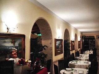 CONVERSIONE AL LED Sala da pranzo in stile classico di lar luce alto rendimento srl Classico
