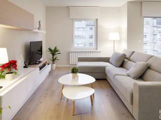 Nos dan una casa y devolvemos otra Salas multimedia de estilo moderno de Etxe&Co Moderno