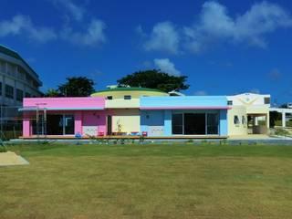 Casas de estilo ecléctico de (株)スペースデザイン設計(一級建築士事務所) Ecléctico