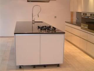 Cooper Kitchen:  Kitchen by Diane Berry Kitchens
