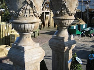 NATURAL STONE URNS & STATUARY 根據 BARTON FIELDS LANDSCAPING SUPPLIES 古典風