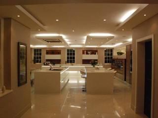 Deffains Kitchen:  Kitchen by Diane Berry Kitchens
