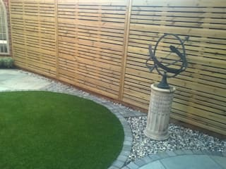 CONTEMPORARY GARDEN FENCE SCREENS / PANELS 根據 BARTON FIELDS LANDSCAPING SUPPLIES 現代風