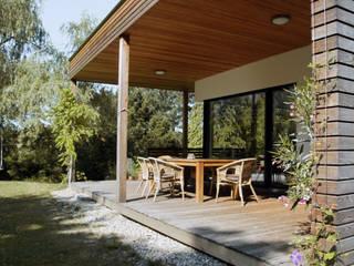 Modern Terrace by Architekt Stefan Toifl Modern