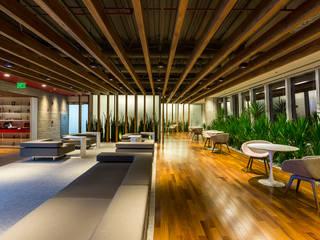 Athié Wohnrath Associados Espacios comerciales de estilo moderno