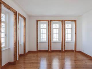 Uma casa de início de século Architect Your Home Janelas e portas modernas