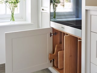 Kitchen design for small spaces Holloways of Ludlow Bespoke Kitchens & Cabinetry MutfakDolap & Raflar Ahşap Beyaz