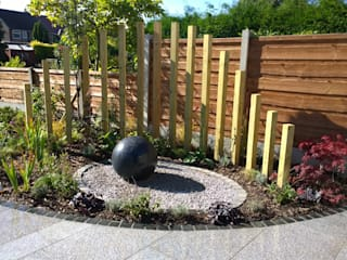 NATURAL STONE DRILLED SPHERE WATER FEATURES Jardines modernos de BARTON FIELDS LANDSCAPING SUPPLIES Moderno