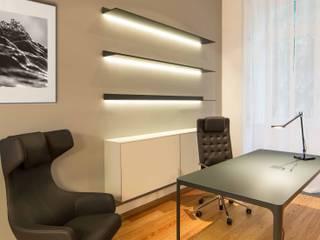 Um apartamento moderno - retro Architect Your Home Escritórios modernos